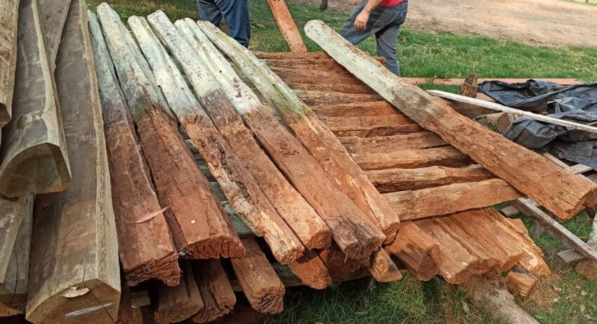 FAXINAL – Policia Civil recupera 65 palanques de madeira furtados