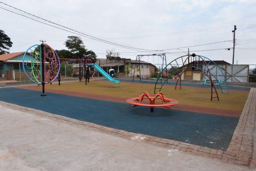 RIO BOM – Obra do parquinho infantil no Santo Antônio está quase pronta