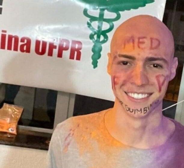 Após erro em lista de aprovados da UFPR, jovem que raspou cabelo para comemorar perde vaga: 'Noite inteira sem dormir'