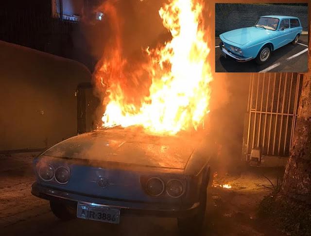 Carro antigo do ex-governador Orlando Pessuti pega fogo