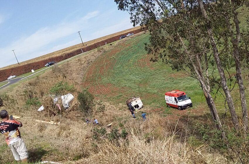 Grave acidente envolveu caminhões no trevo de acesso a Manoel Ribas