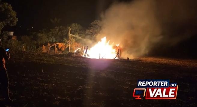 Casa de madeira é destruída pelo fogo em Borrazópolis