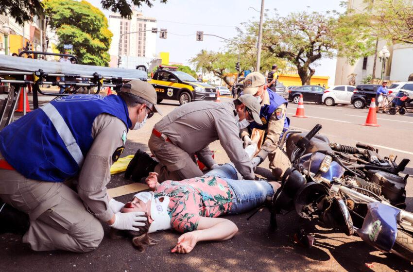 APUCARANA – Bombeiros simulam atendimento em acidente de trânsito