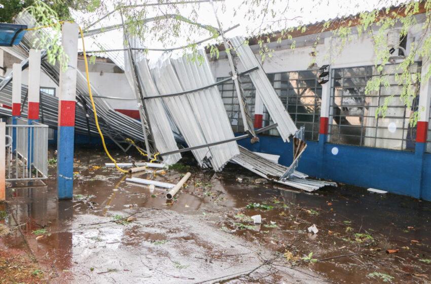 Vendaval causa danos materiais na Escola Municipal João Batista em Apucarana