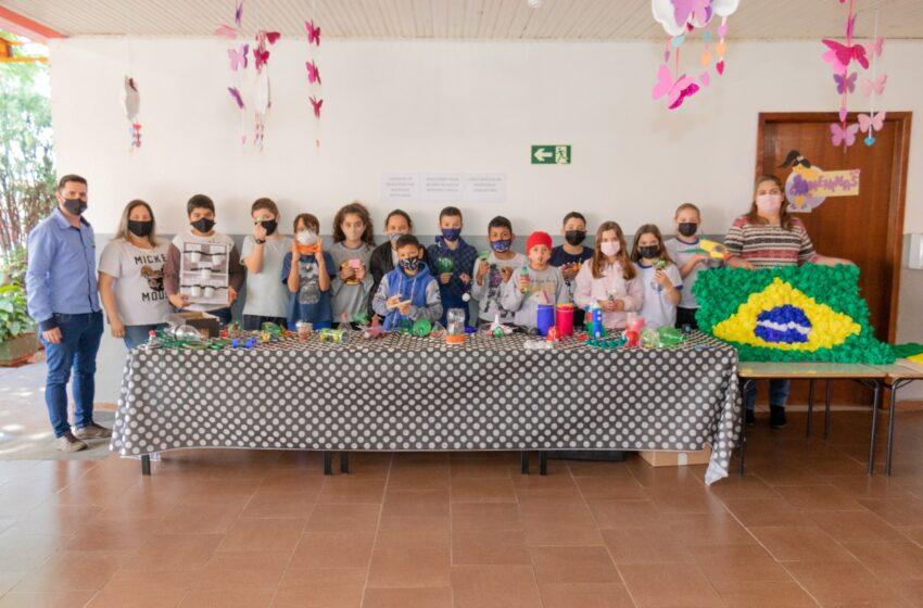 CAMBIRA – Secretário de Educação visita alunos da Escola Monteiro Lobato