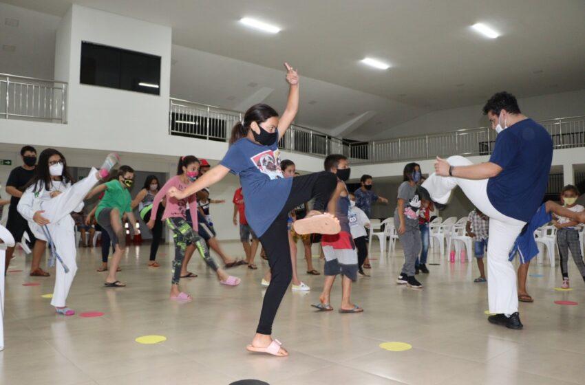 Prefeitura de Ivaiporã oferece aula de capoeira e encanta crianças e adolescentes da Vila Monte Castelo e Jardim Paraná