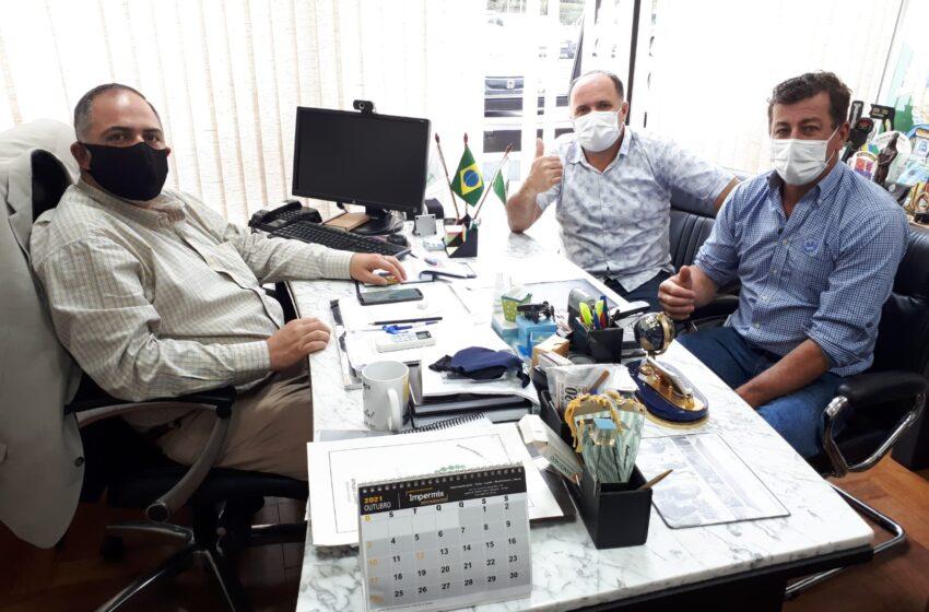 Vereadores de Novo Itacolomi visita deputado na capital do estado