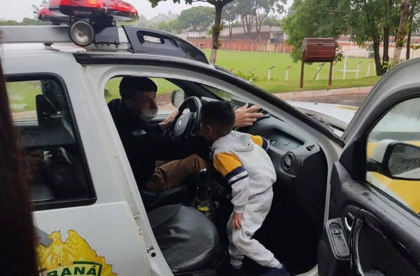 Criança se emociona ao receber visita surpresa da PM em Kaloré