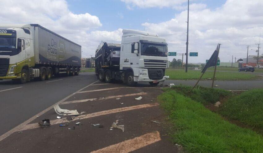Acidente envolve carro e caminhão na manhã desta quarta-feira próximo a Apucarana