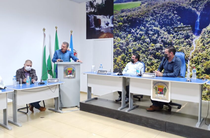 Prefeito de Faxinal faz balanço de ações da administração na Câmara Municipal