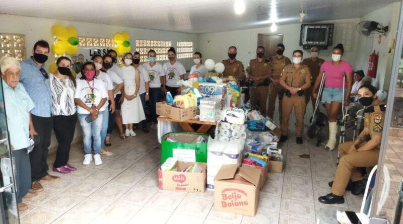 Em São João do Ivaí, PM realizou confraternização e entregou doações ao lar dos idosos