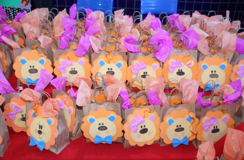 Dia das Crianças é comemorado com distribuição de doces na rede municipal de Apucarana