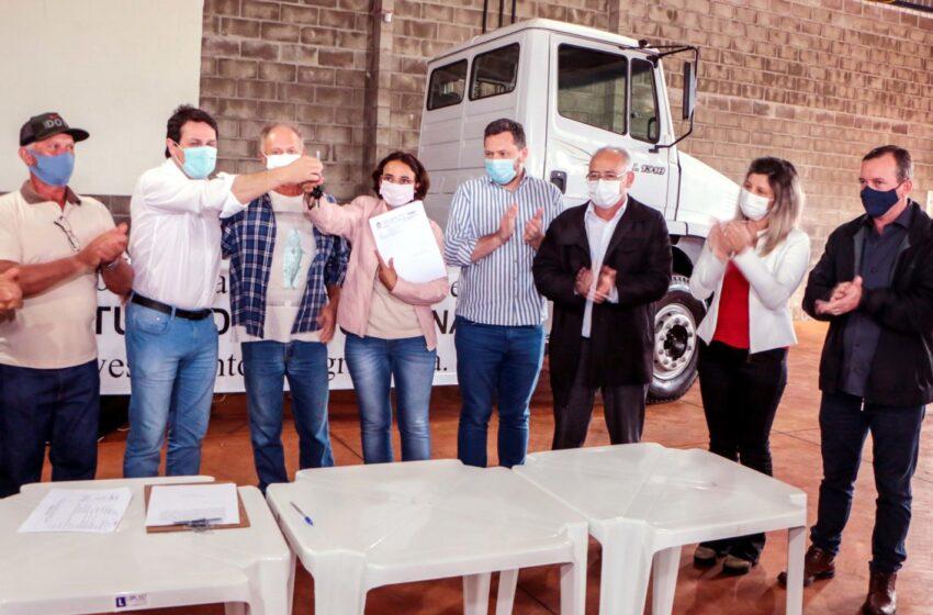 Prefeitura de Apucarana cede caminhão para Associação de Cafeicultores