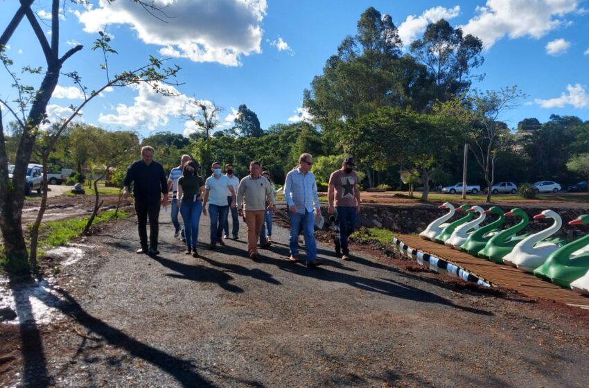Prefeitos de Ivaiporã vistoriam obras de revitalização no Parque Ambiental Jardim Botânico