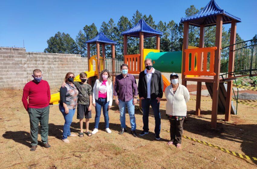Apucarana instala novos parques infantis