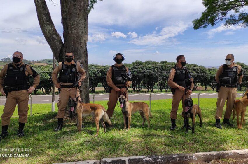 Equipe Canil Setorial realiza treinamento de instrução com o BPMOA (Batalhão de Operações Aéreas) e Canis da área do 2°CRPM