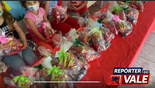 Prefeito Pedro Taborda participa de entrega de lembranças em comemoração ao Dia das Crianças