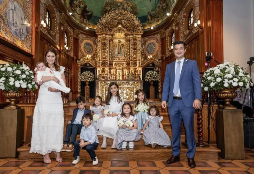 Mãe de 8 filhos está à espera de gêmeos e faz sucesso nas redes sociais