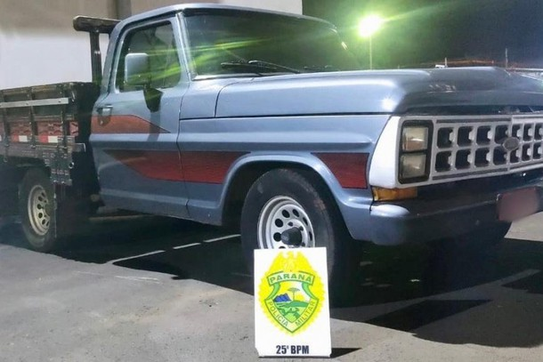 DEU RUIM – Homem sai de motel com caminhonete furtada e acaba preso