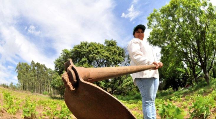 De bóia fria à empreendedora rural, Cláudia venceu